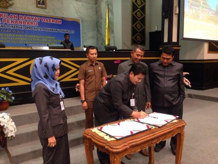 Bulog Riau keluarkan minyak goreng kemasan