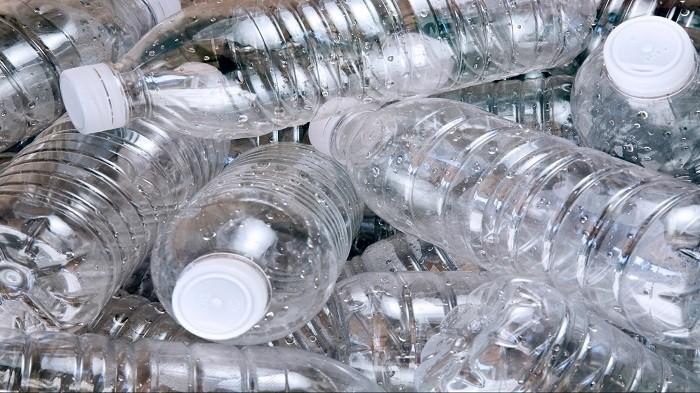 Jangan Buang Kemasan Botolmu, Ini Dia 6 Kegunaan Lain Kemasan Botol!