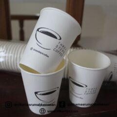 biar-kedaimu-nggak-kalah-saing-cetak-cup-kopi-pakai-brand-usahamu